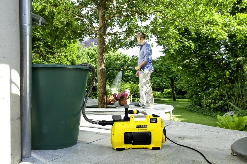 Насосы для перекачки воды могут работать от электричества или за счет жидкого топлива