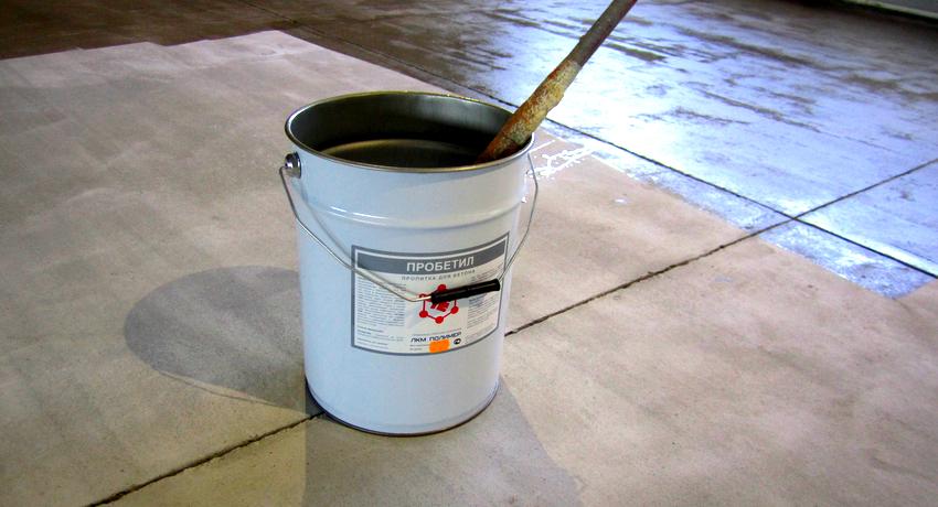 Перед обработкой бетонного пола пропиткой, его необходимо отшлифовать