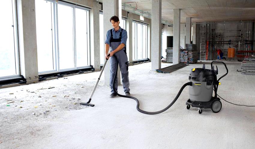 Эрозия верхнего слоя бетонного пола приводит к возникновению пыли на его поверхности