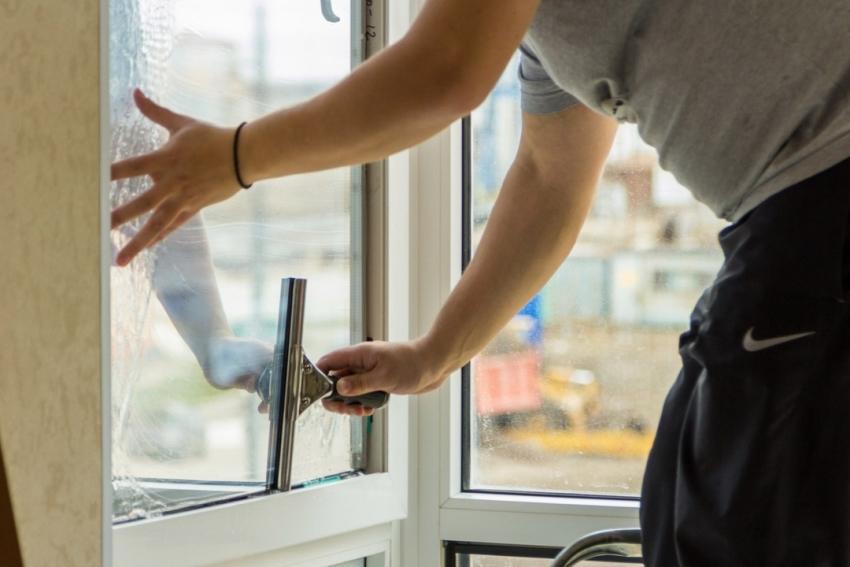 При поклейке тонировочной плёнки в помещении должна сохраняться температура от +5 до +40 градусов