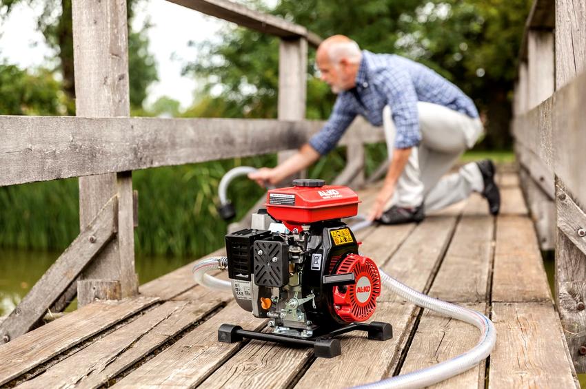 Поверхностные насосы для грязной воды устанавливаются на ровной сухой поверхности вблизи источника или емкости с водой
