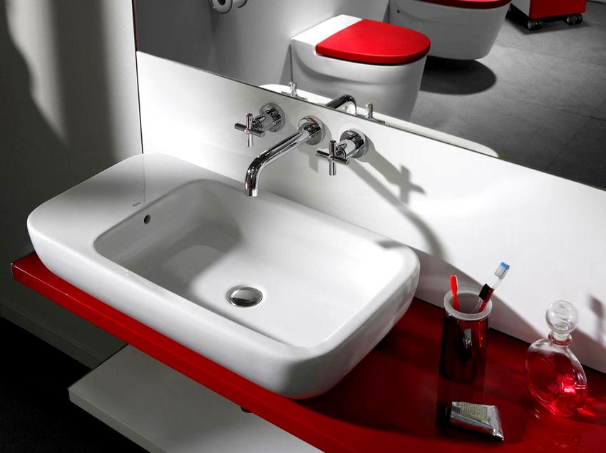 Перед выбором раковины для ванной нужно обратить внимание на материал стен, позволит ли он выполнить необходимое крепление
