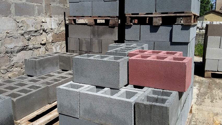 Хранить строительные шлакоблоки рекомендуется в штабелях по 100 штук