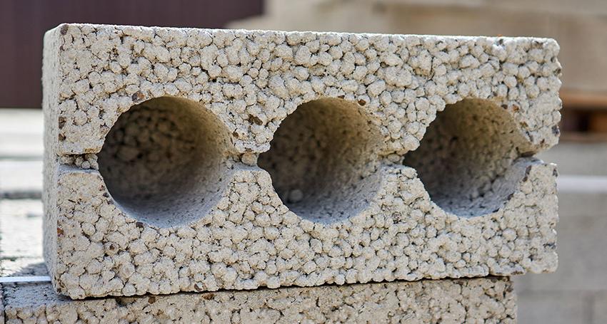 Шлакоблоки могут быть изготовлены из различных материалов