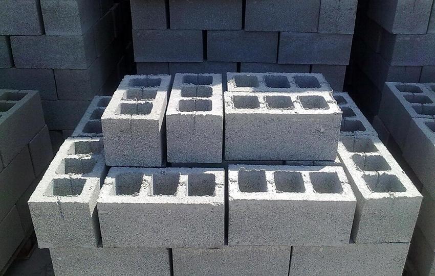 Чаще всего для производства блоков используют песчано-цементную смесь