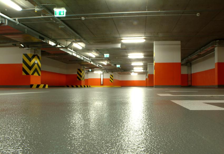 В случае проблем с бетонной подложкой эпоксидного пола, стоимость его ремонта будет довольно высокой