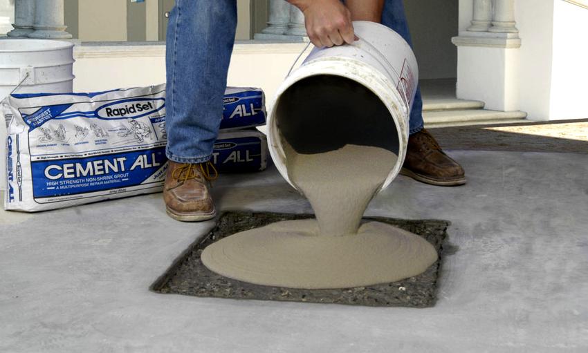 Для ремонта бетонного пола нужно выбирать только безусадочные смеси