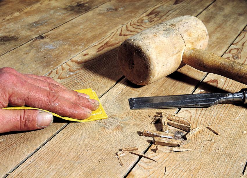 Подготовка основания является первым этапом шлифовки деревянного пола