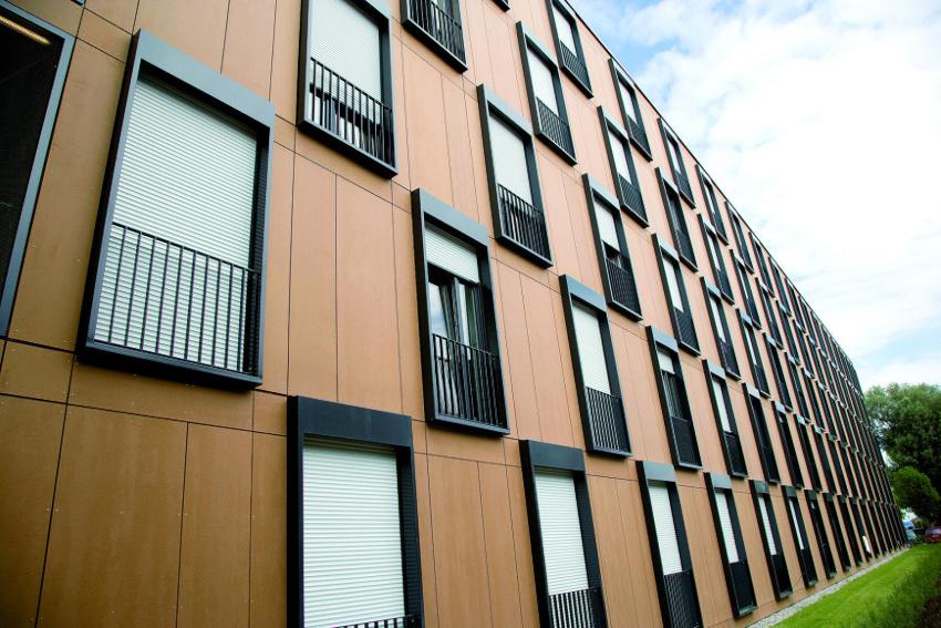 Чем больше размер изделий для облицовки вентилируемого фасада, тем сложнее их монтаж