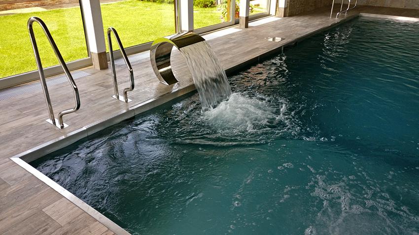 Скиммерные бассейны оснащены системой перелива и фильтрационными установками