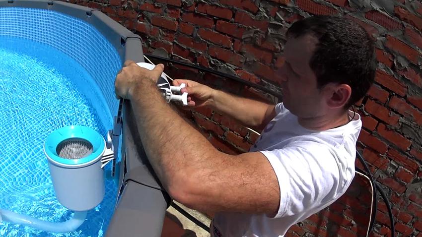 Навесные и плавающие скиммеры можно легко и быстро установить собственноручно