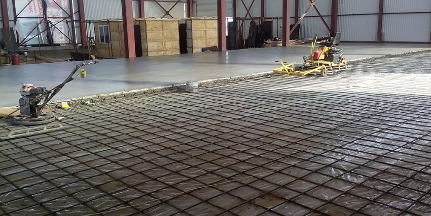 WTW способ нанесения подразумевает использование жидкого топпинга, который наносится на мокрый бетон