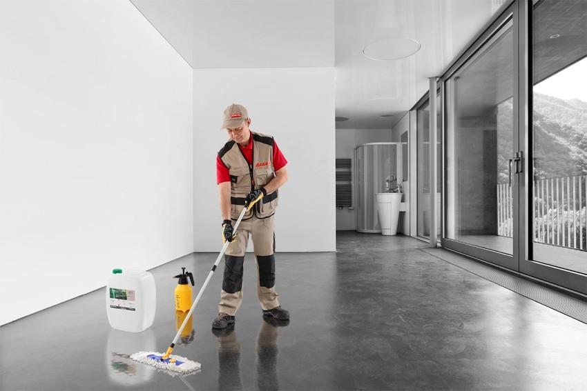 Топпинг наносится верхним слоем на готовый бетон, создавая таким образом надежную защиту для поверхности