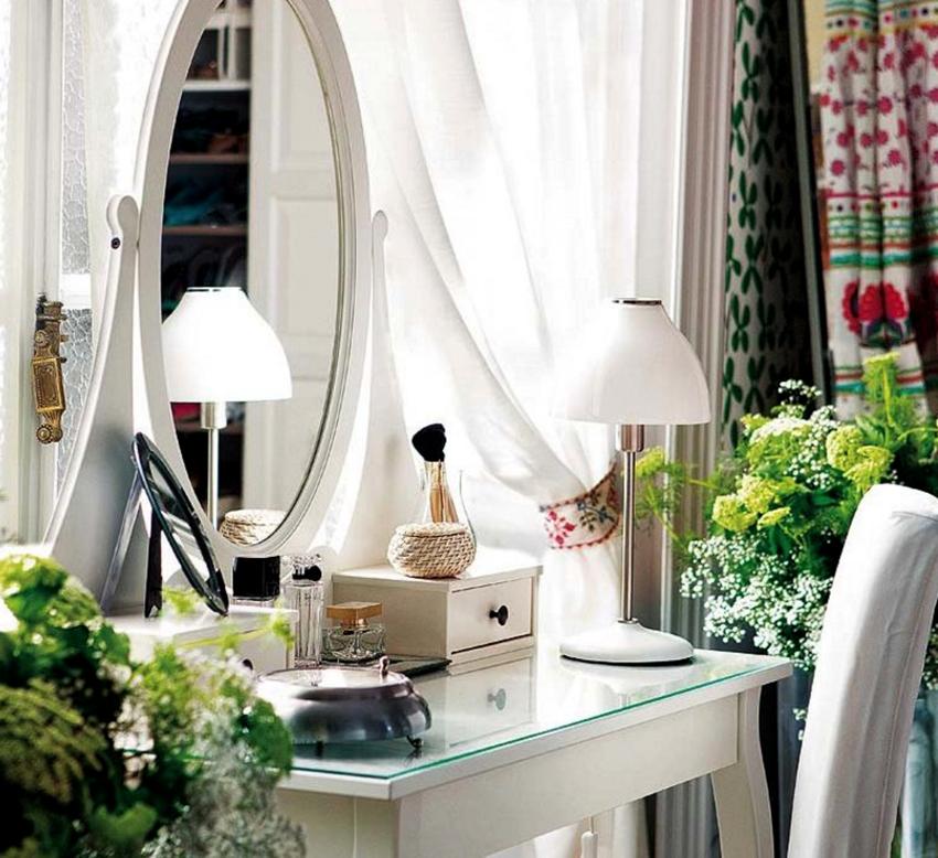 Правильно подобранный туалетный столик подчеркнет интерьер и сэкономит время его обладательнице