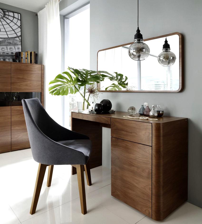 Туалетный столик с зеркалом ‒ удобная, практичная и стильная деталь интерьера