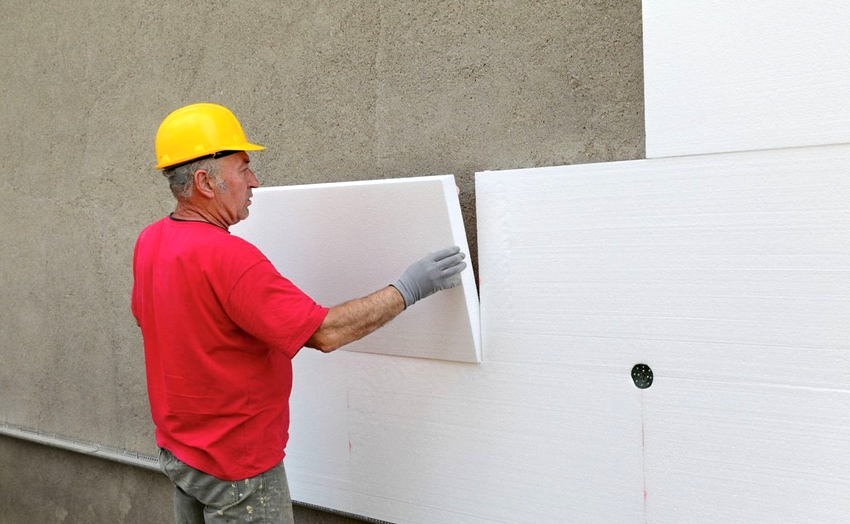 Оптимальным временем года для начала выполнения работ по утеплению фасада считается конец весны или же начало осени