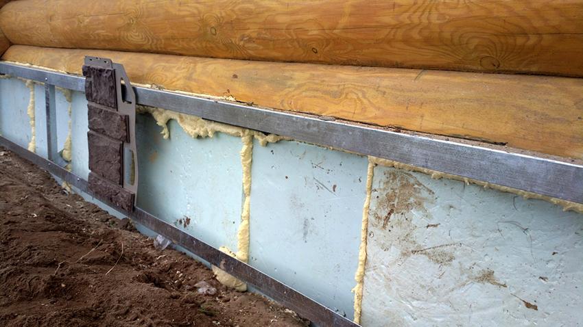 Утеплять цоколь необходимо для того, чтобы максимально защитить дом от промерзания и влажности