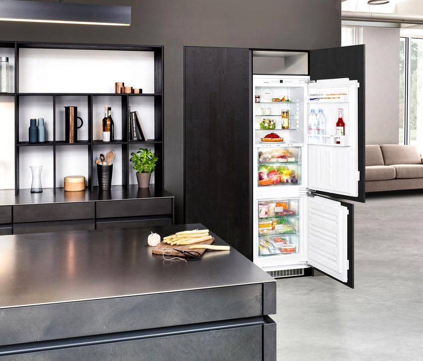 Встраиваемый холодильник Gorenje RKI 5181 KW имеет функции звукового оповещения, быстрой заморозки и автоматической корректировки температуры