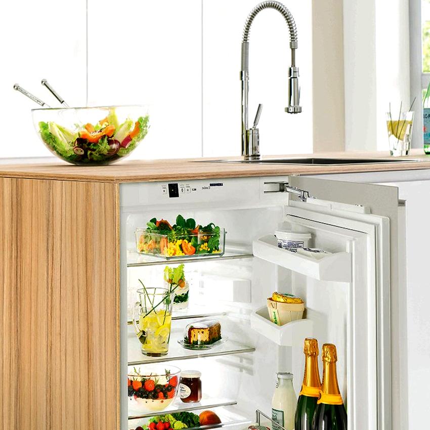 Если нет нужды в большом холодильнике, встраиваемые под столешницу агрегаты станут отличным выбором