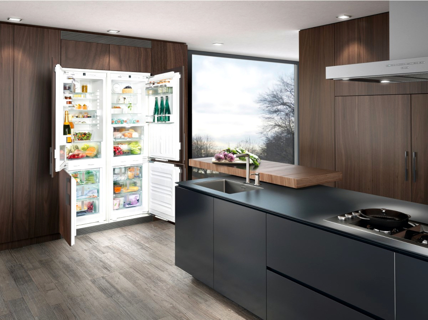 Четырехдверный холодильник LIEBHERR SBS 66I3 имеет два компрессора и общий объем – 500 л