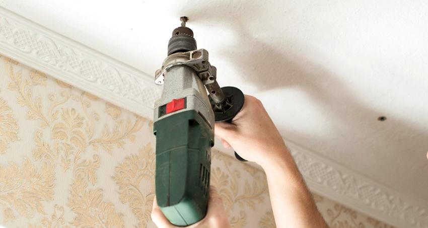 Выравнивать стены следует строго перед натяжкой полотна на потолок