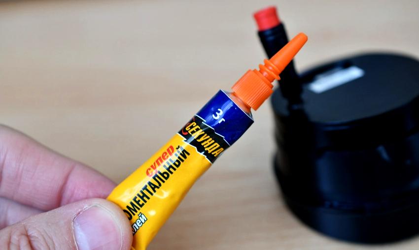 Цианакрилатный клей непригоден для склеивания элементов, стыки которых получают большую нагрузку на излом