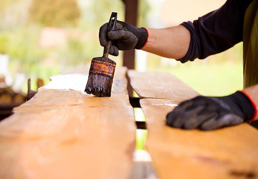 Благодаря морилке можно значительно продлить срок службы изделий из дерева