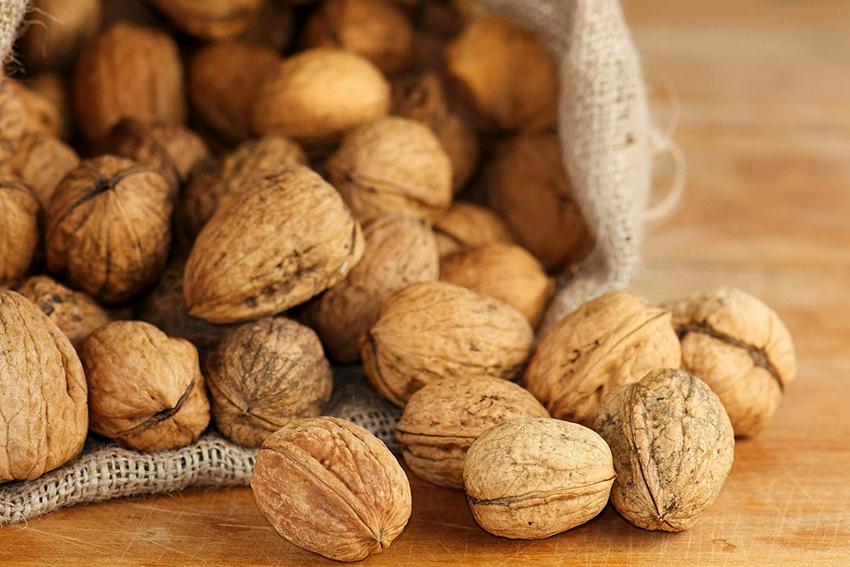 С помощью скорлупы грецкого ореха можно получить разные оттенки