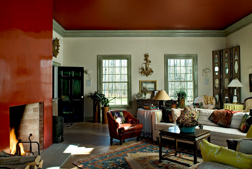 В гостиные хорошо вписываются как одноуровневые, так и многоярусные потолки
