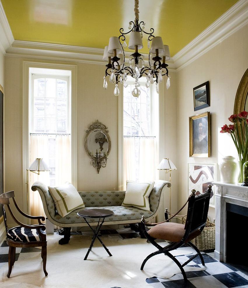 Натяжные потолки отлично вписываются не только в современные интерьеры, но и классические