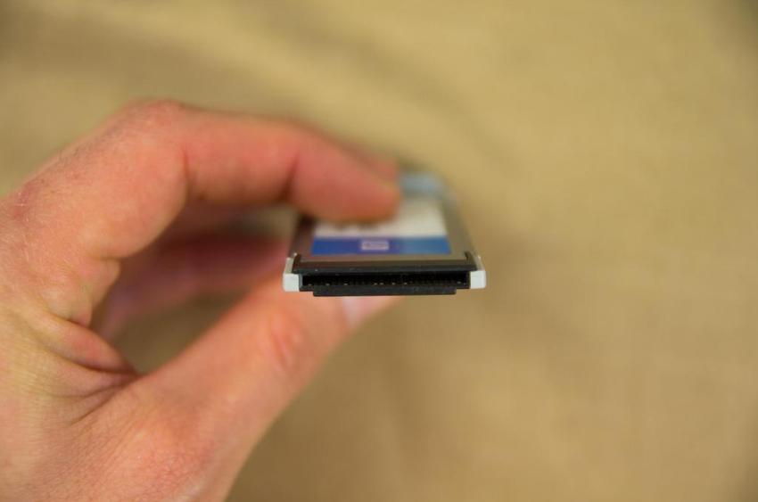 Приставки выполненные в форм-факторах PCMCIA позволяют подключать устройство к ноутбукам