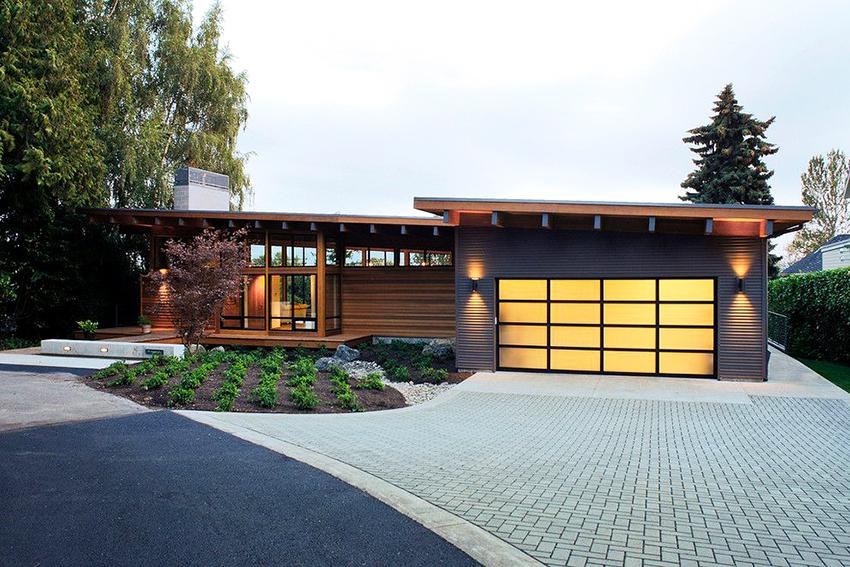 Для строительства домов используют кирпич, древесину и бетонные блоки
