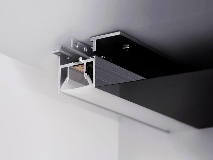 Потолочный профиль позволяет максимально сохранить высоту помещения
