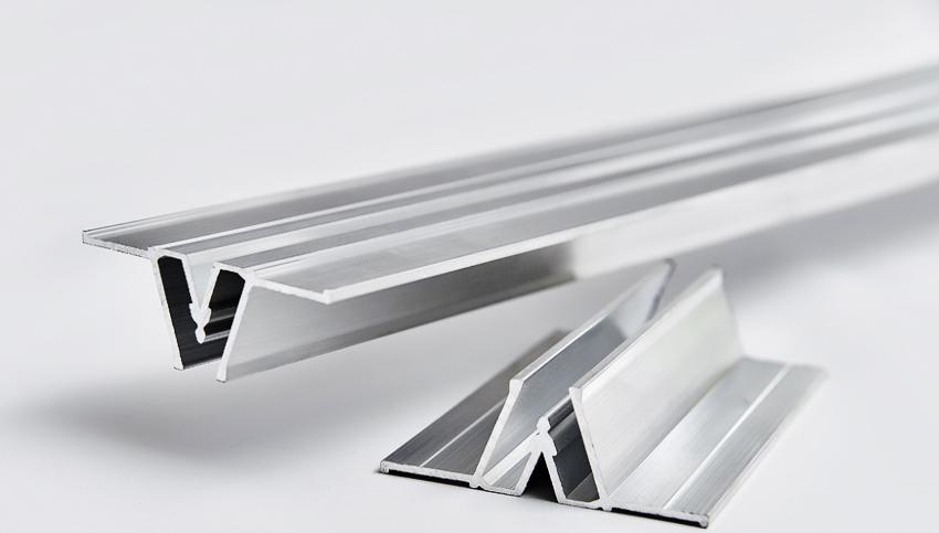 Разделительный профиль используют при монтаже комбинированных потолков