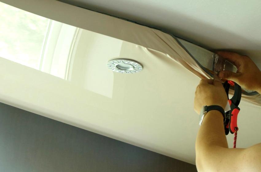Если каркас необходимо крепить к потолку, то лучше использовать алюминиевый профиль