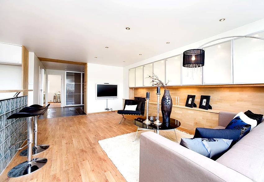 Комнаты с сатиновыми потолками выглядят элитно и дорого