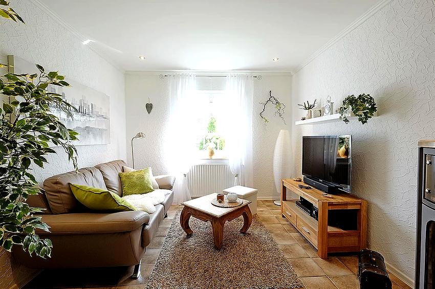 Многие отдают предпочтение именно сатиновому потолку из-за его необычного перламутрового оттенка