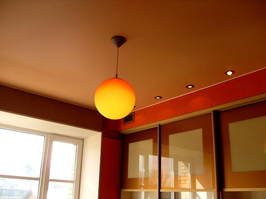 Светло-коричневые тона являются универсальными, они станут отличным дополнением любого интерьера