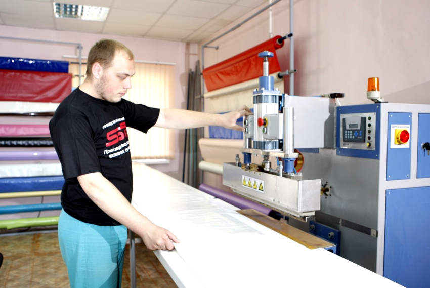 В случае необходимости соединения нескольких кусков полотен используется специальная сварка на ТВЧ-станках