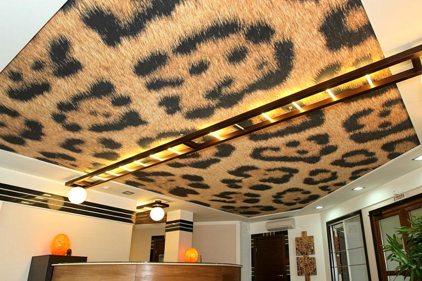 Тканевые потолки являются воздухопроницаемыми, поэтому вероятность образования конденсата и плесени на изделии маловероятна