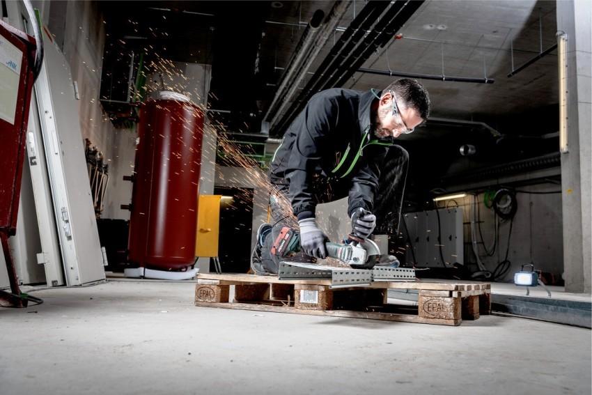 Аккумуляторная болгарка «Метабо WB 18 LTX BL 125 Quick» комплектуется литиевыми аккумуляторами