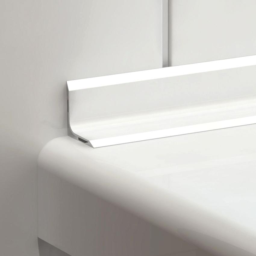 Основным плюсом пластикового уголка для ванной является его низкая стоимость