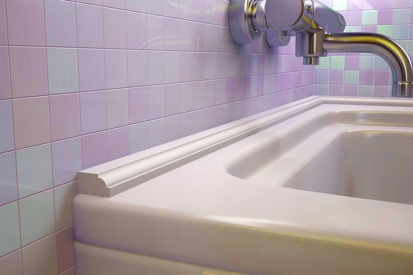 Бортик для ванной представляет собой герметичную полосу, плотно закрывающую зазор, который образовался между стеной и сантехникой