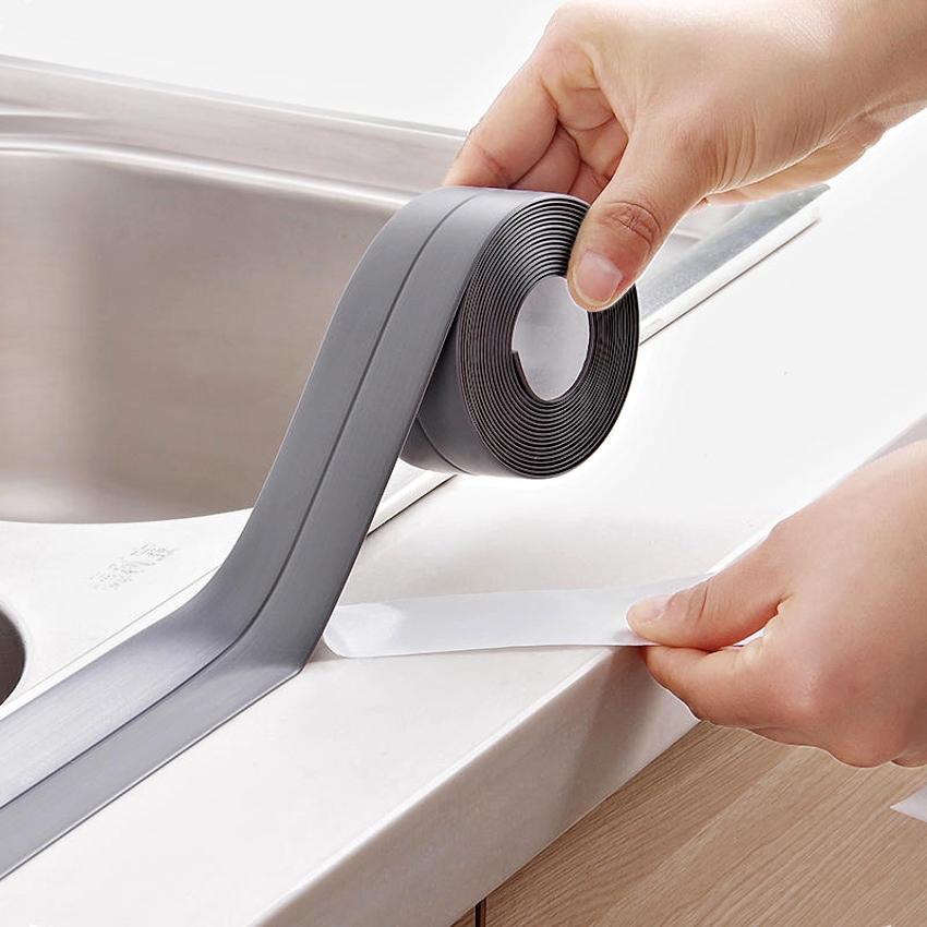 На места с плохой фиксацией можно нанести немного строительного клея и плотно прижать приклеиваемый участок к поверхности