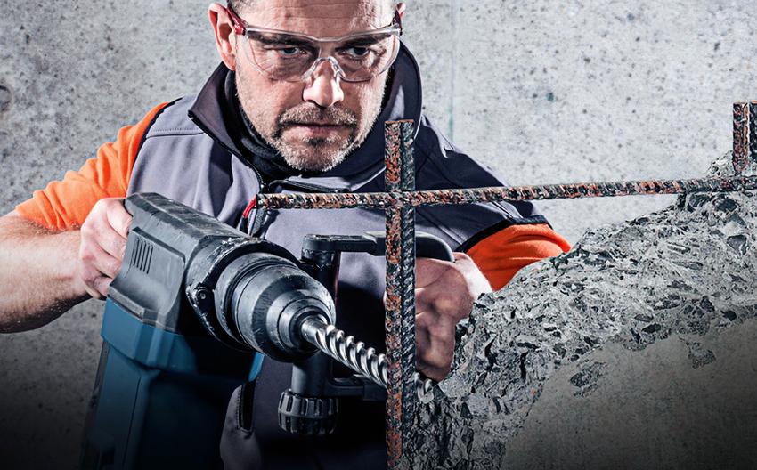 Для бурения бетонной стены с арматурой необходимо использовать насадку с алмазным напылением