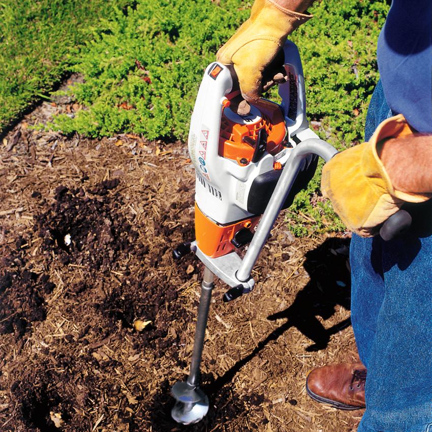 Насадку для перфоратора, с помощью которой делают скважины в земле, называют ямобуром