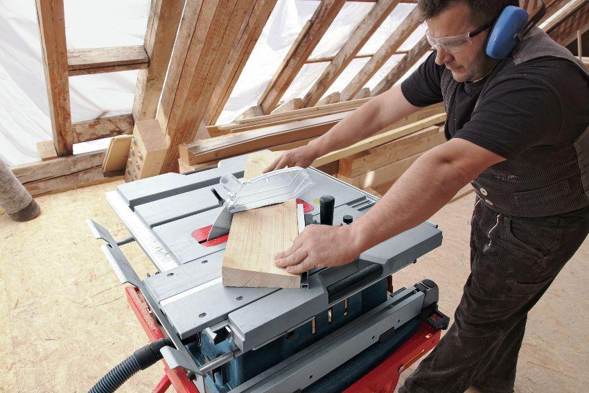 Циркулярная пила, сделанная своими руками, позволяет производить безопасные работы и ускорить процесс строительства