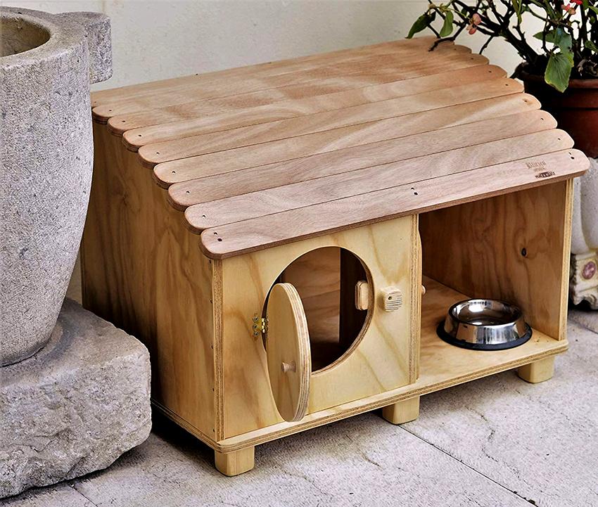 Если животное пожилое или больное, домик должен располагаться внизу, чтобы коту было удобно забираться внутрь