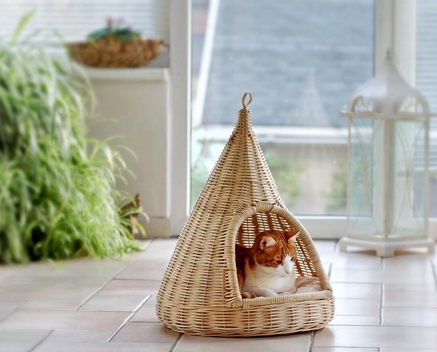 Для животного, которое любит уют, домик должен быть максимально закрытым