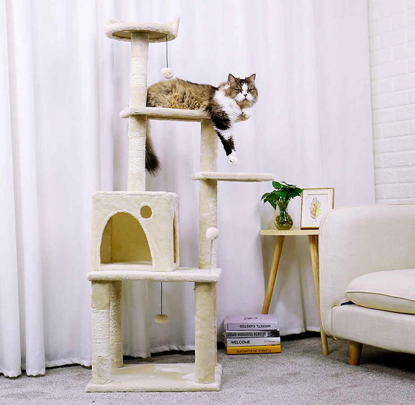Многоярусный домик придется по душе активным игривым котикам